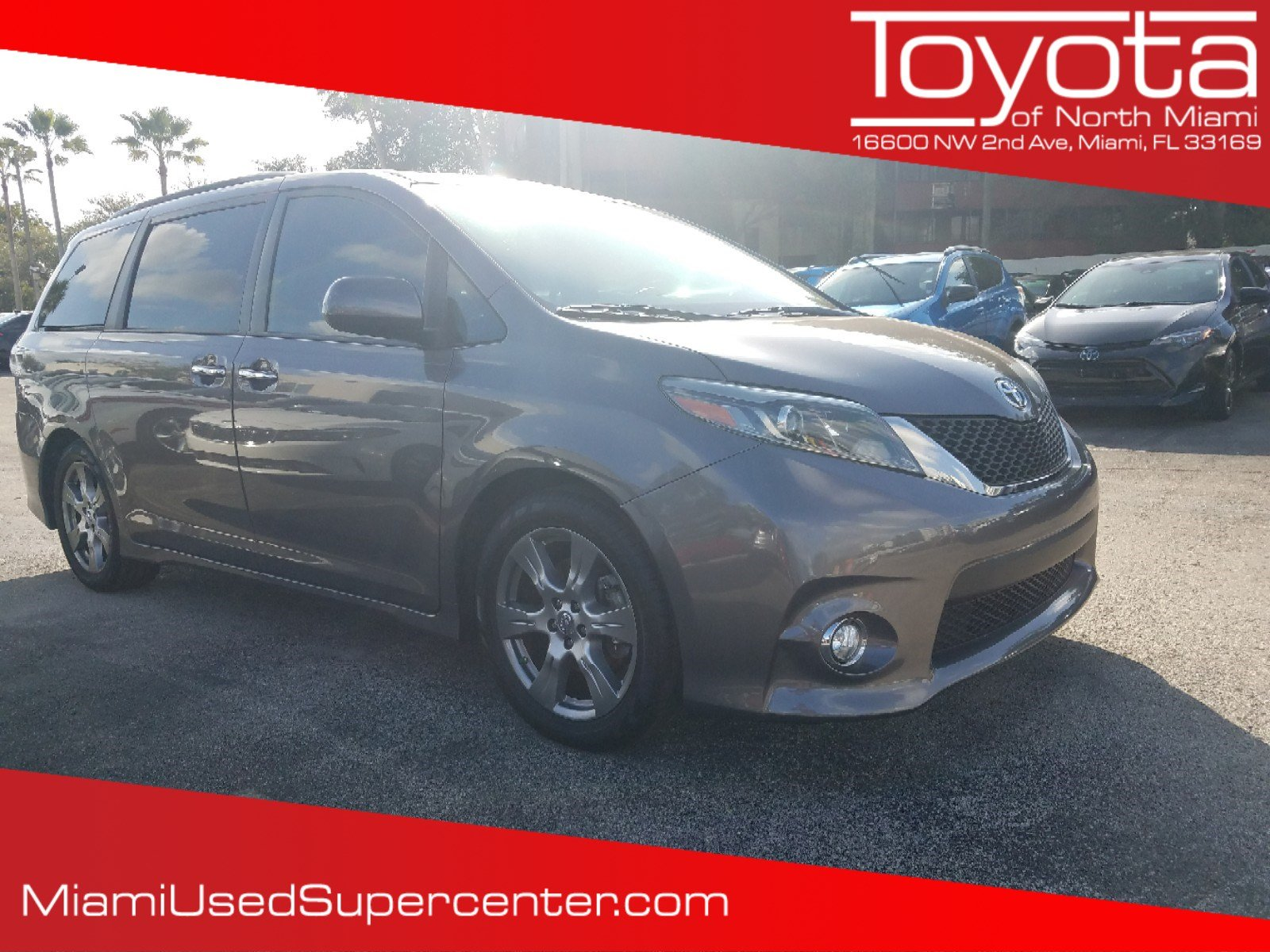Pre-Owned 2017 Toyota Sienna SE Premium