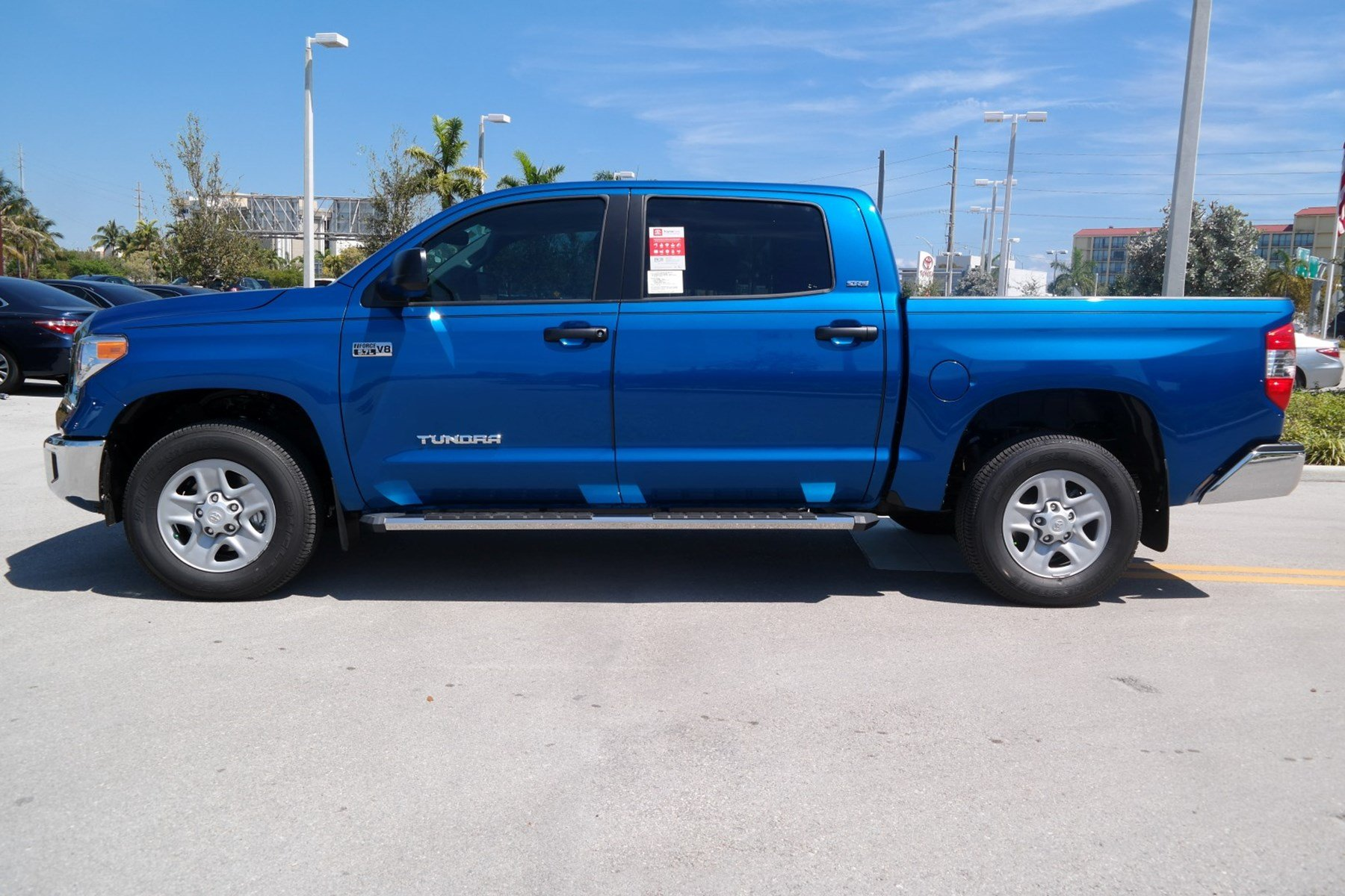 new 2017 toyota tundra sr5 crewmax 5 5 39 bed 5 7l ffv crewmax in miami d222088 toyota of north. Black Bedroom Furniture Sets. Home Design Ideas